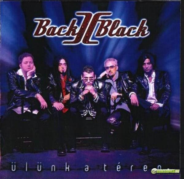 Back II Black Ülünk a téren